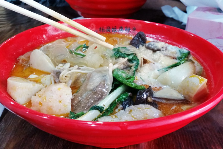 Yang Guo Fu Ma La Tang Sussex street Sydney cbd city sichuan noodle soup bowl close